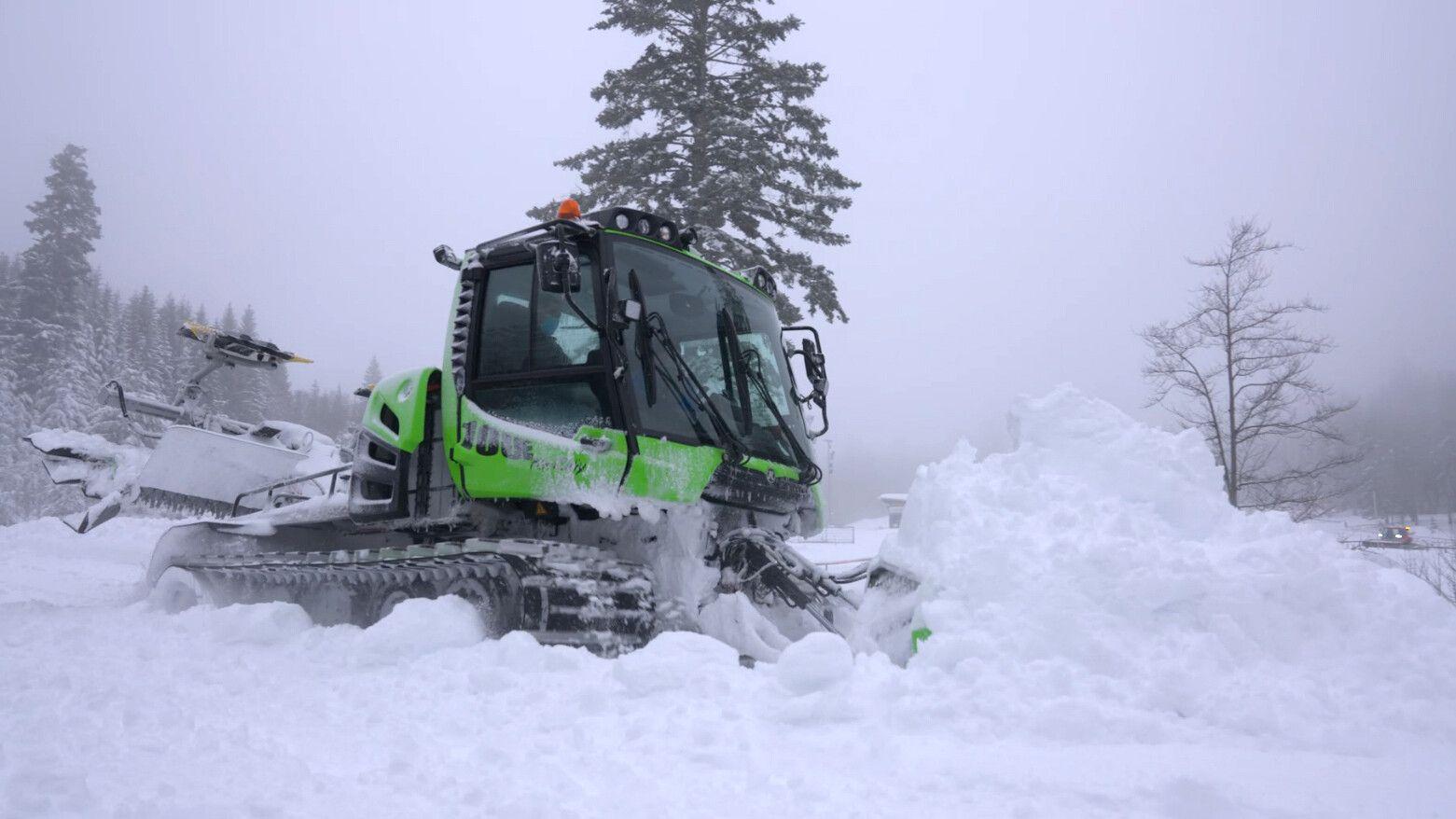 PistenBully 100E im Schnee
